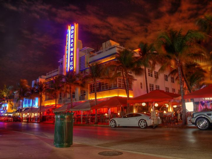 miami-beach-art-deco-hdr-at-night